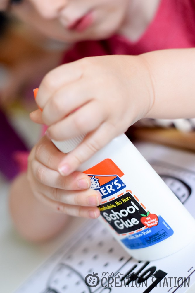 Teaching children to use glue bottles correctly